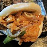 恵比須軒 - 豚もも肉の味噌炒め・蒸しパン挟み