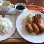 RIZ CAFE - ランチセット (カニクリームコロッケ)+ブラックカレーソース