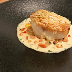 Restaurant Cinq - 5.甘鯛の松笠焼き 蛤  桜えび白菜香草トマトの白ワインソース