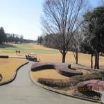 石岡ゴルフ倶楽部 - 上がりホールを眺めながら