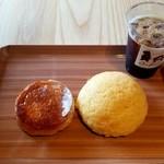 ベーカリー オーバル - クイニーアマンとメロンパンにアイスコーヒー