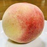 めっけもん広場 - 料理写真:甘い匂いがしてきた桃から順番に