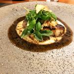 Restaurant Cinq - 3.フォアグラ ポワレ じゃがいもピュレ ペリグーソース 菊芋チップ