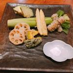 あめこや - 季節野菜の天ぷら 900円〜 とろなす、ごぼう、ヤングコーン、かぼちゃ、れんこん