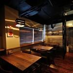 日本酒バル ゆすら堂 - テーブル席