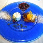 箱根ハイランドホテル ラ・フォーレ - 朝霧高原ミルクのフレッシュチーズムース、赤いフルーツのジュレ添え