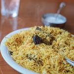 """パキスタン レストラン - """"仔羊肉穆斯林香飯(ラム・ビリヤニ)""""、×""""椰棗果實(デーツ、=なつめやしのみ)""""〇""""李(アルブカラ、≒すもゝ)"""""""