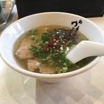 麺屋 ゆぶき - そのくせやたらスープは多く、