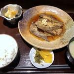 いっぽ - 日替わり煮魚定食(この日は鰈:800円:税込)