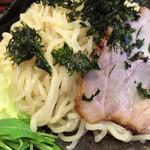 北海道ラーメン ひむろ - ちゅるんとした多加水の太麺は、実に美味い