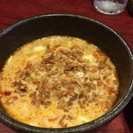 北海道ラーメン ひむろ - 味噌ベースの特製冷やし胡麻だれ。表面にはカリカリのフライドオニオンがたっぷりで、味も食感も良し。