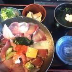 111930527 - 海鮮丼ランチ全貌