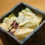 創作鉄板 粉者焼天 - 自家製ドレッシングのサラダ