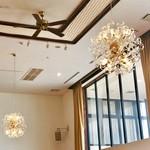 ヴィーナスコート 佐久平 - 天井が高く開放的な内観