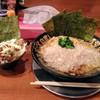 馬力屋 - 料理写真:特濃厚ラーメン700円+肉飯250円のセット ラーメンの上の白いのは全部背脂かと。