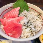 串焼 マルワ - 本マグロとしらす丼ランチ(アップ)