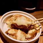 餃子とスパークリング バブルス - カレーグラタン餃子