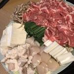 安田屋 - 帆立と牛ホルモン鍋