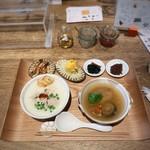 朝粥の店 叙序圓 - 鶏粥(小)+パクテー(小)+小鉢4品