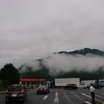 エクスパーサ談合坂下り ショッピングコーナー - 雲がってか霧が出てますが・・・