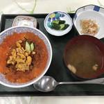 道の駅 鳥海ふらっと - うにいくら丼  1800円   いくらの量が多くて、満足!