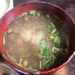 111956834 - 味噌汁はなめこと豆腐と三つ葉でした。