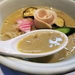 らーめん三極志 - 今週の限定麺 牡蠣の冷やしらーめんのスープ