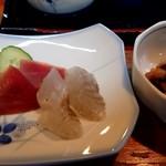 江戸っ子 - 料理写真:ランチの刺身と煮豆的なやつ。