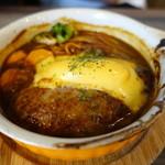 アレグロ アッサイ - ハンバーグ、チェダーチーズ煮込み