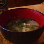 アロハ キューブ - 豆腐、わかめ、たまねぎのみそ汁