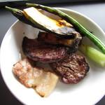 六甲山サイレンスリゾート グリル - 料理写真:但馬ビーフのロースとヒレ・焼き野菜