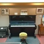 熊魚菴 たん熊北店 - ジョンが欲しがったというピアノ