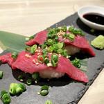 馬肉バル じゃじゃ馬 - 桜肉のにぎり寿司(2ケ) ¥490円