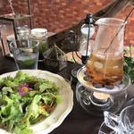 ボタニカルアイテムアンドカフェ シアン - テーブル全景