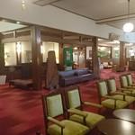 万平ホテル メインダイニングルーム - ロビー