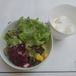 万平ホテル メインダイニングルーム - サラダとヨーグルト