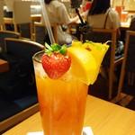 ハードロックカフェ - ・マンゴベリークーラー(ジュース)800円