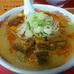 札幌ラーメン元祖自家製麺 王香 - 角煮辣麺(945円)。