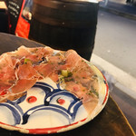 グッドミート・バル YOKOHAMA - 【生ハム】 生ハムを食べると、 お皿の鮮やかな絵柄が見えてきます。