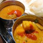 インド料理店 キングカレー - カレーの辛さを聞かれなかったので 辛くないと言ったら辛いソースを掛けてくれたw