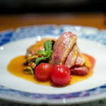 浪速割烹 喜川 - 料理写真:青森県の鴨の鍬焼き 鴨のハンバーグ、 マンゴーのソース、 ピスタチオ、レーズン