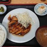とん国 - トンテキ定食 880円