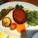 112028478 - この日の〈魚介スープカレー〉のライス惣菜のプレート(別途スープカレーが付きます)