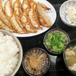 餃子製造販売店 新宿小滝橋通りいち五郎 -