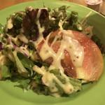 3TREE - ☆ サラダが新鮮!トマトがあま〜い♪葉野菜も美味しいし、ドレッシングもクドさが無くコクがあってうまーい(≧∇≦)