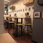 3TREE - ☆ 店内は、木目調が目に優しい、落ち着いた雰囲気で、奥行きがあります