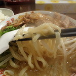 肉ばかラーメン なおじ - 麺リフト