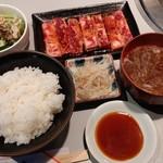 ぐうぐう亭 - 料理写真:短角牛のカルビと定食セット(190718→)