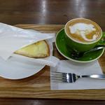 サニー コーヒー - サニークロックムッシュ(ハーフ)390円&カフェラテ(ショートサイズ)430円(モーニングセットで150円引き)