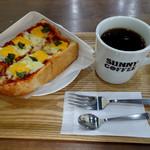 サニー コーヒー - ピザトースト(ホール)690円&エアロプレスコーヒー(トールサイズ)440円(モーニングセットで150円引き)